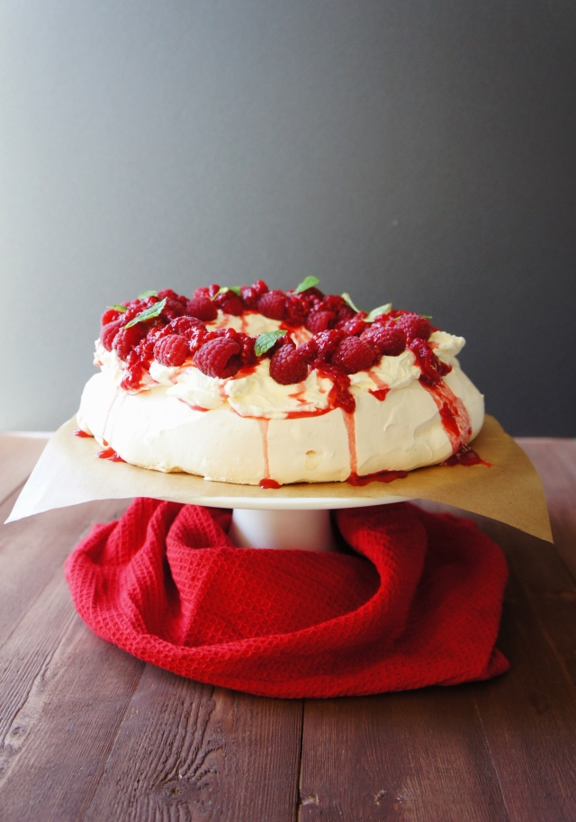 Pavlova Wreath | Close Encounters of the Cooking Kind